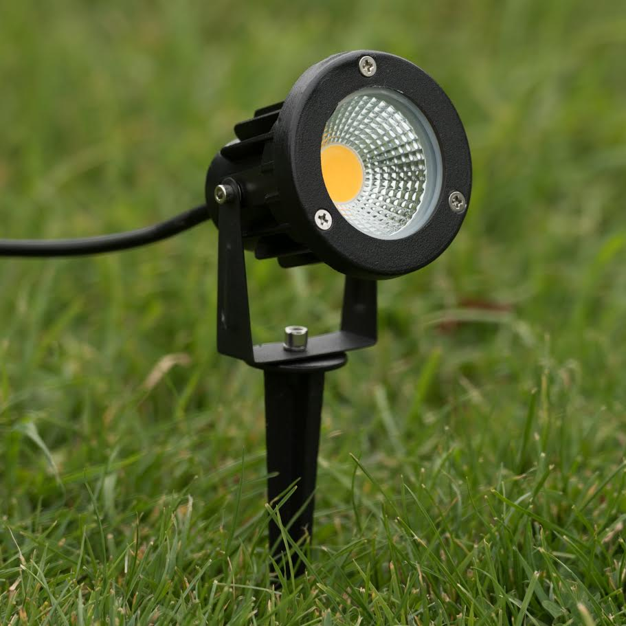 Outdoor garden spike light 5w led 12v low voltage cold for Garden lights